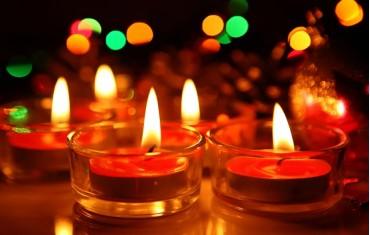 Diwali decoration: Diyas, idols, festive lights